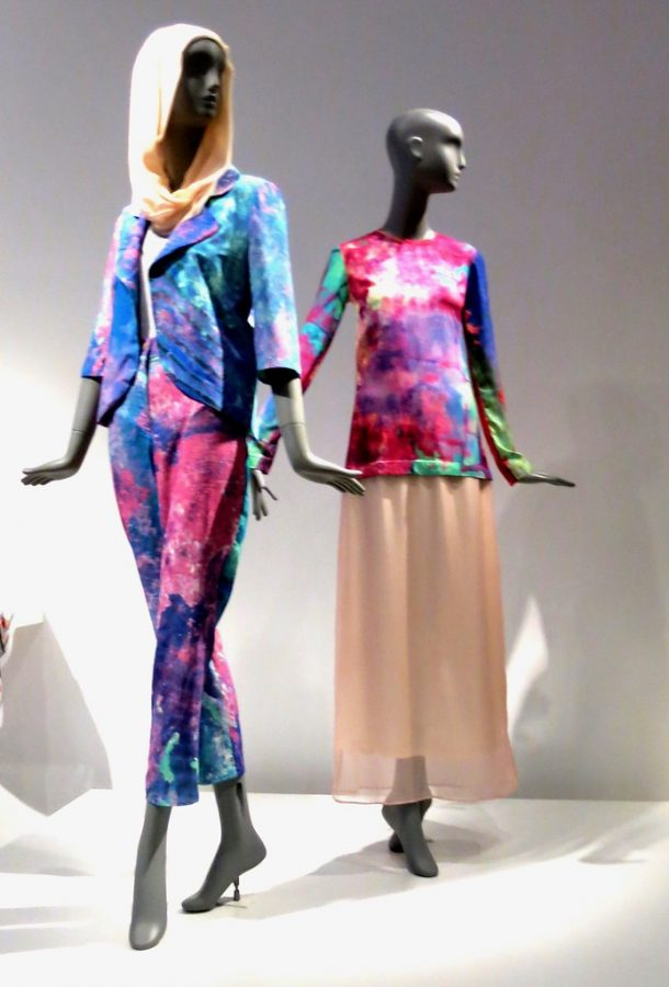 Two+mannequins+sport+modest+tie-dye+clothing+at+the+de+Young+Museum+in+San+Francisco%2C+California.