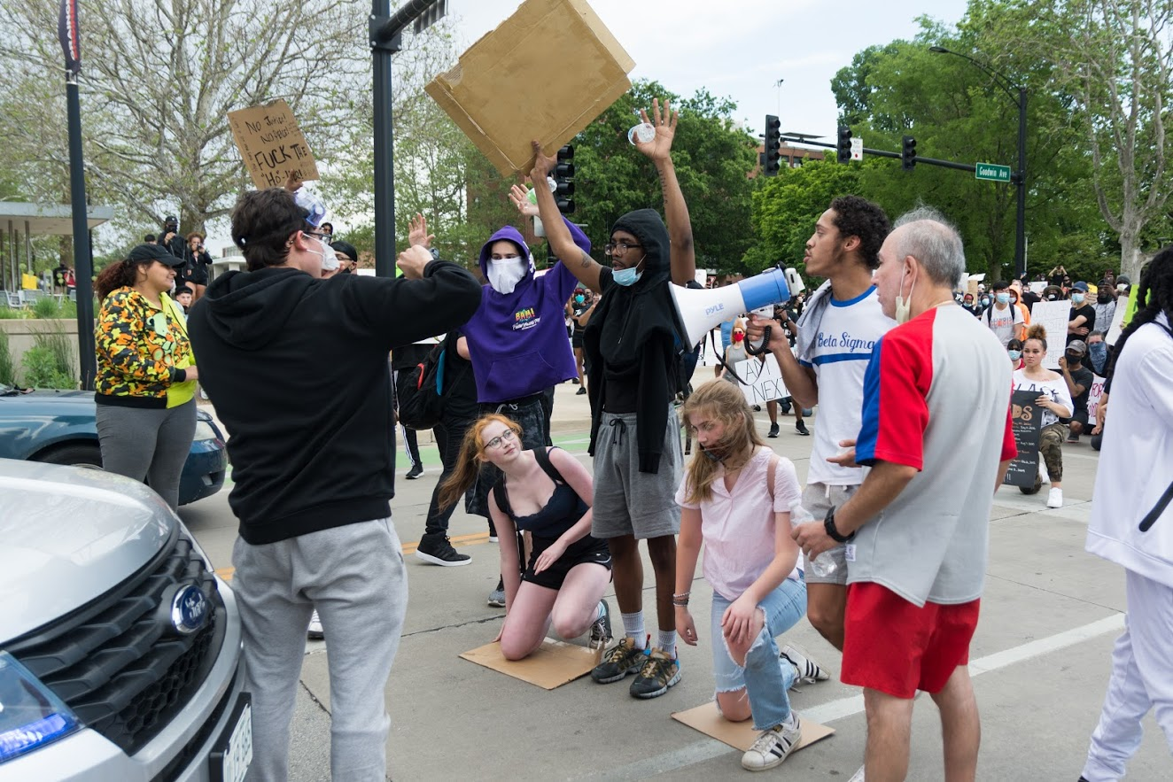 Gallery+%7C+Protesters+demonstrate+in+downtown+Champaign