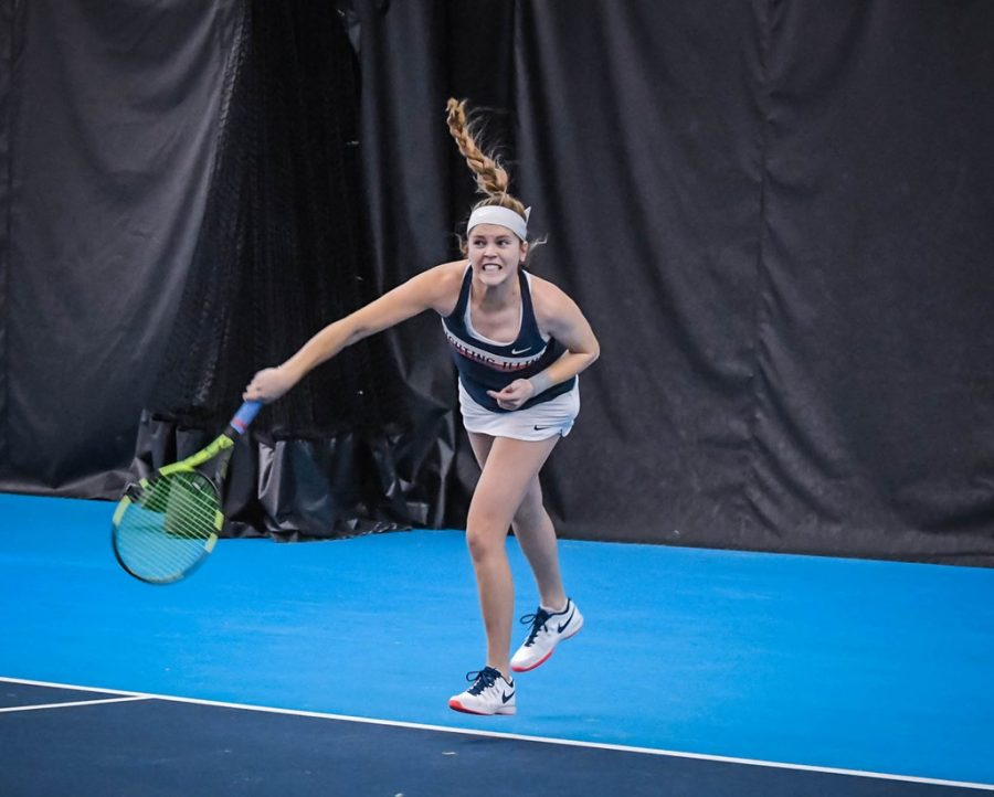 Junior+Jaclyn+Switkes+serves+the+ball+during+the+match+against+Furman+on+Feb.+10%2C+2018.