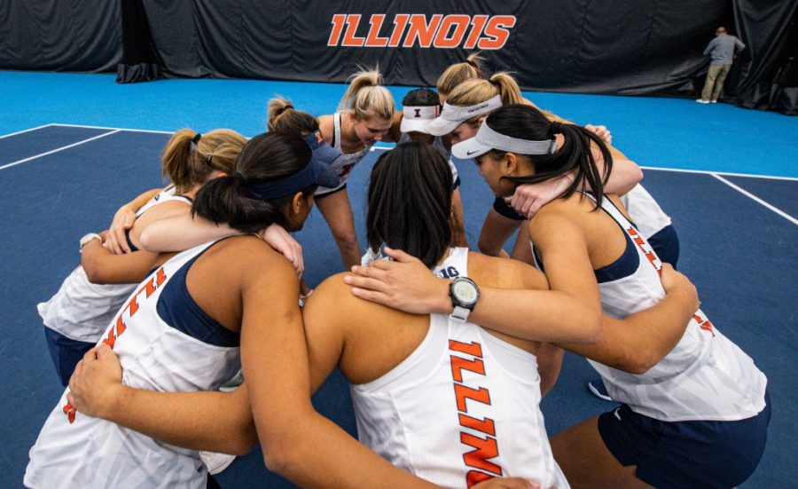 The+Illinois+Women%27s+Tennis+team+huddles+before+the+match+against+Eastern+Michigan+on+Jan.+26.