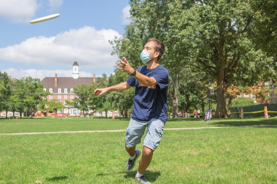 Sophomore+Jacob+Harris+catches+a+frisbee+on+the+Main+Quad+on+Sunday.+Around+200+students+are+under+investigation+for+potentially+violating+COVID-19+policies.+Harris+is+not+one+of+the+students+under+investigation.