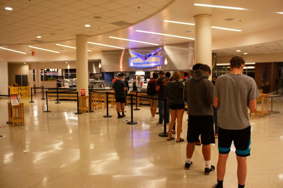Students stand in line at the Ikenberry Dining Hall on Tuesday evening. Some quarantined students have had difficulty receiving food from University Housing.