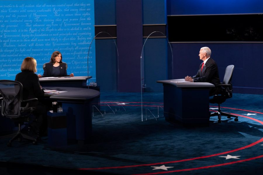 Senator+Kamala+Harris+and+Vice+President+Mike+Pence+debate+at+the+2020+United+States+Vice+Presidential+Debate+on+Oct.+7.+Columnist+Matthew+argues+the+inefficiency+of+the+current+debate+format.