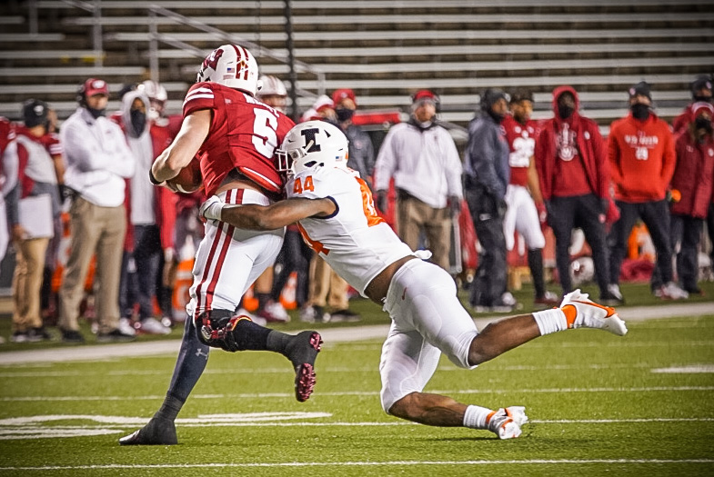 Illinois+linebacker+Tarique+Barnes+tackles+Wisconsin+quarterback+Graham+Mertz+in+the+game+against+the+Badgers+Friday+night.+Mertz+reportedly+tested+positive+for+COVID-19+Sunday.