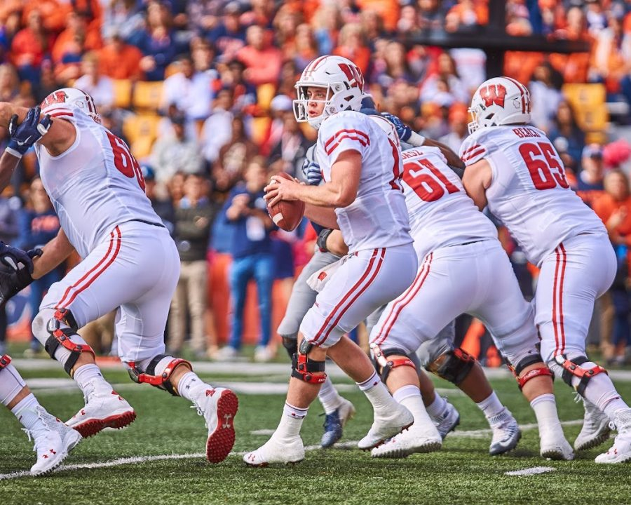 Wisconsin+quarterback+Jack+Coan+scans+the+field+before+throwing+a+pass+during+the+game+against+Illinois+at+Memorial+Stadium+in+Champaign+on+Oct.+19%2C+2019.