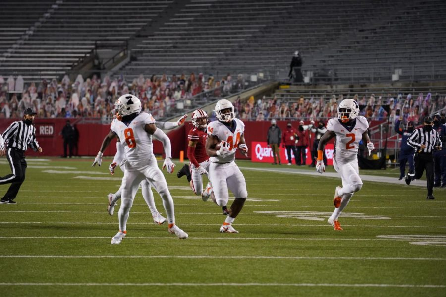 Sophomore Tarique Barnes returns a fumble for a touchdown against Wisconsin on Friday night. The Illini lost to the Badgers 42-7.