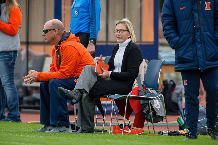 Illinois+head+coach+Janet+Rayfield+shouts+directions+at+her+team+from+the+sideline+during+the+game+against+Indiana+at+the+Illinois+Soccer+Stadium+on+Oct.+14%2C+2018.+The+Illini+won+1-0+in+double+overtime.