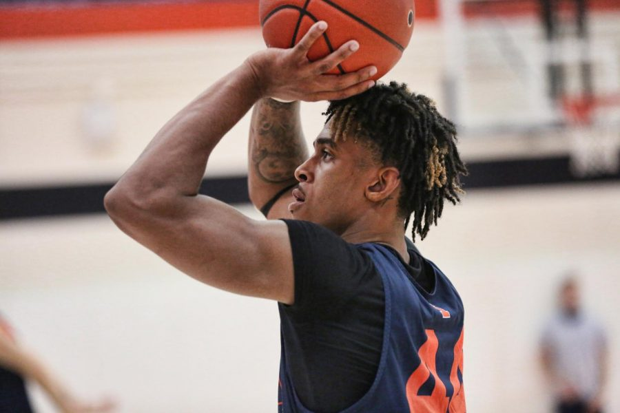 Freshman+guard+Adam+Miller+shoots+the+ball+during+practice+on+Nov.+4.+Miller+has+acclimated+well+to+the+Illinois+basketball+team.