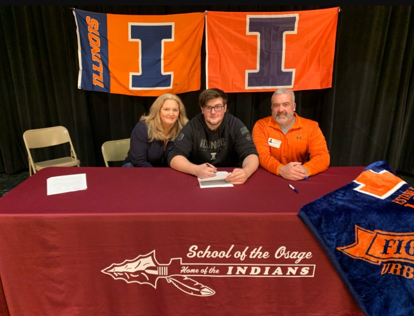 Illinois football recruit Brody Wisecarver signs to join the University of Illinois.