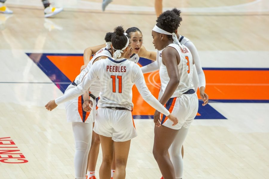 Members of the Illinois Women's basketball team huddle up during the game against Valparaiso on Dec. 2.
