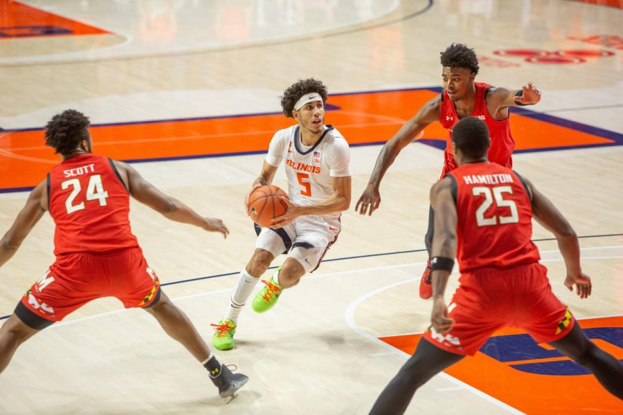 Andre+Curbelo+drives+to+the+hoop+in+Illinois%27+game+against+Maryland+last+Sunday.