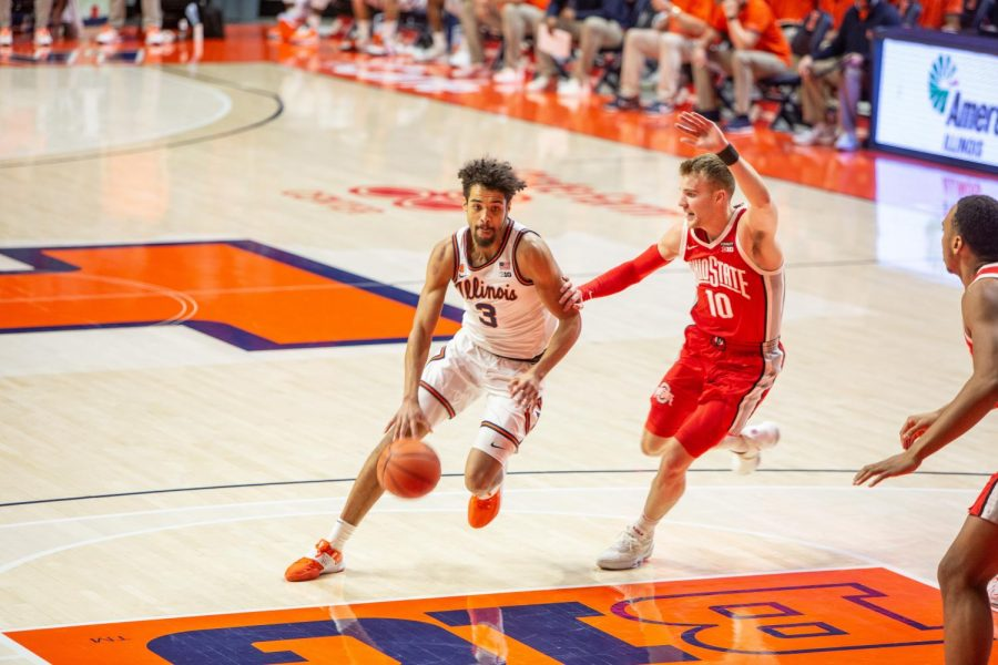 Jacob Grandison dribbles by an Ohio State defender in the Illini