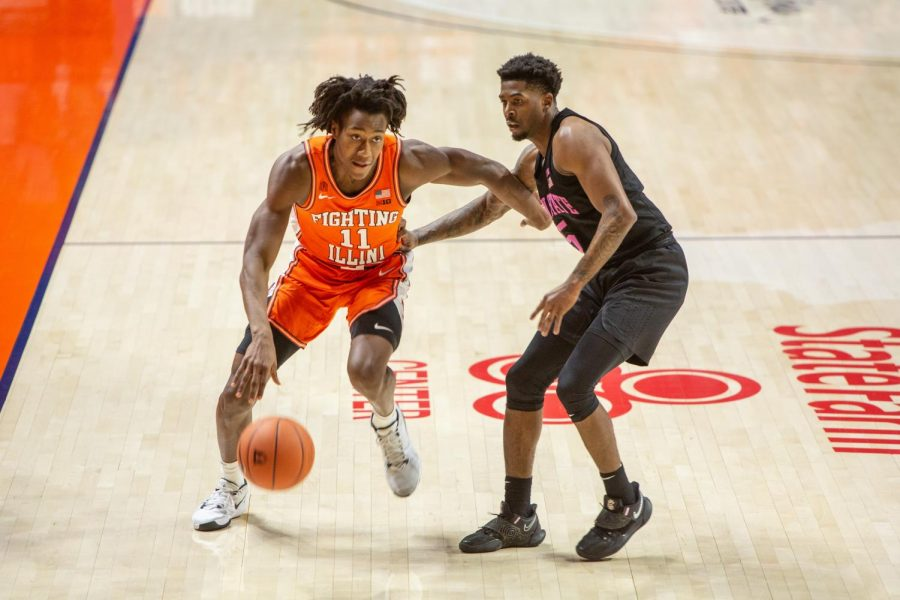 Ayo Dosunmu dribbles the ball in Illinois