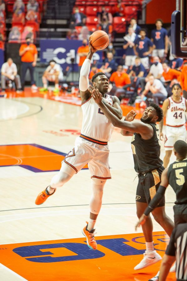 Kofi+Cockburn+goes+up+for+a+shot+in+Illinois%27+game+against+Purdue+on+Saturday.+The+Illini+won+66-58.