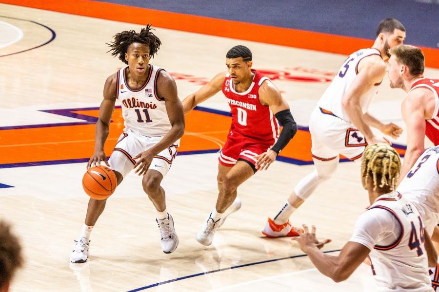 Sophomore+Ayo+Dosunmu+looks+to+pass+during+the+game+against+Wisconsin+on+Feb.+6.+Dosunmu+recorded+31+points+during+the+game.