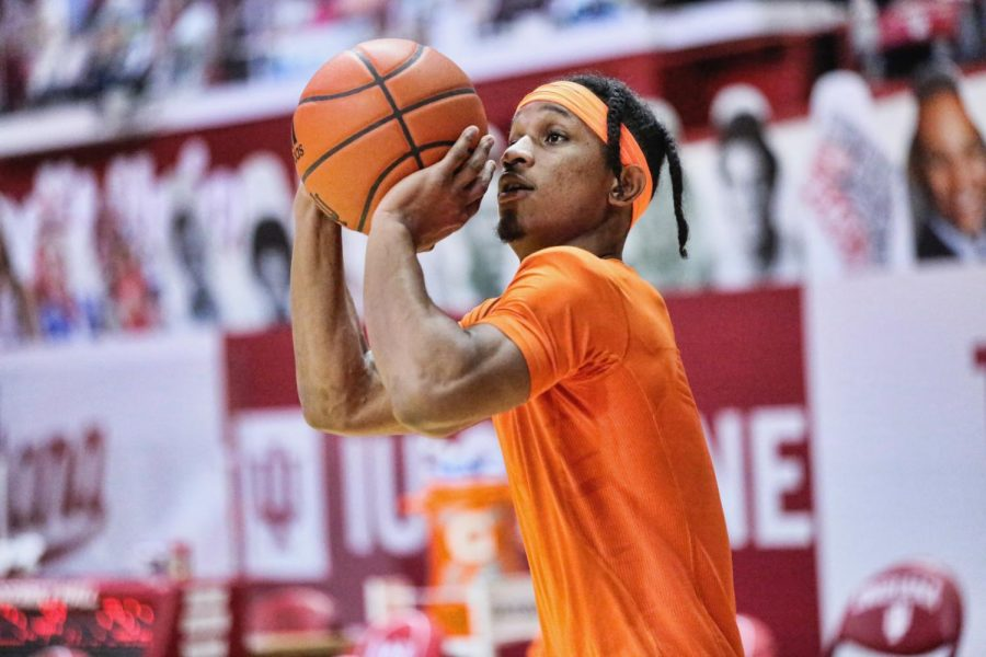 Trent Frazier shoots in warmups before Illinois' game at Indiana. The Illini won 75-71.