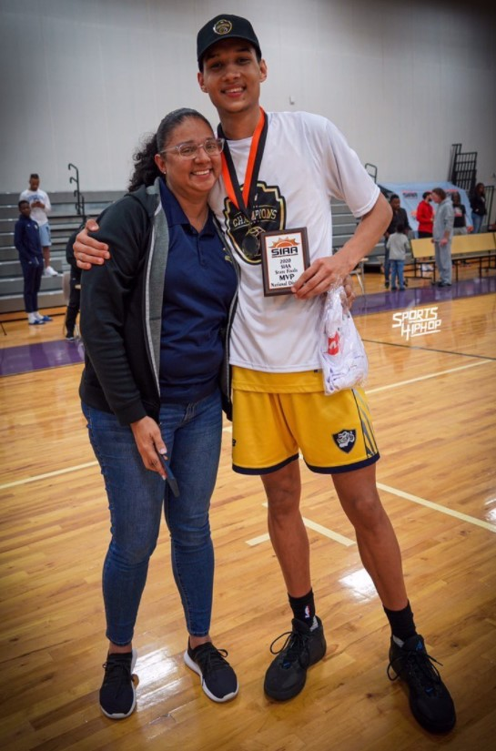 Ramses+Melendez+poses+with+an+MVP+award+on+March+1.+Melendez+is+the+most+recent+recruit+to+the+2021+Illinois+basketball+class.