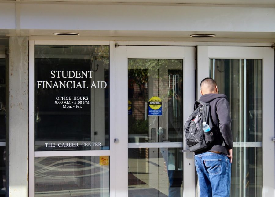 An Illinois student enters the Student Financial Aid office on Oct. 22, 2018. Illinois continues to utilize COVID-19 Supplemental Stimulus Funding on student tuitions and funding for the institution.