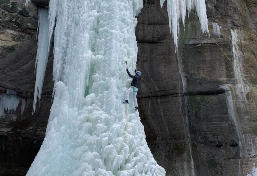 Daria+Wendel+belays+herself+while+ice+climbing+at+Starved+Rock+this+spring.+The+University%E2%80%99s+climbing+club+allows+students+to+enjoy+fun+excursions+and+socialize+with+peers.