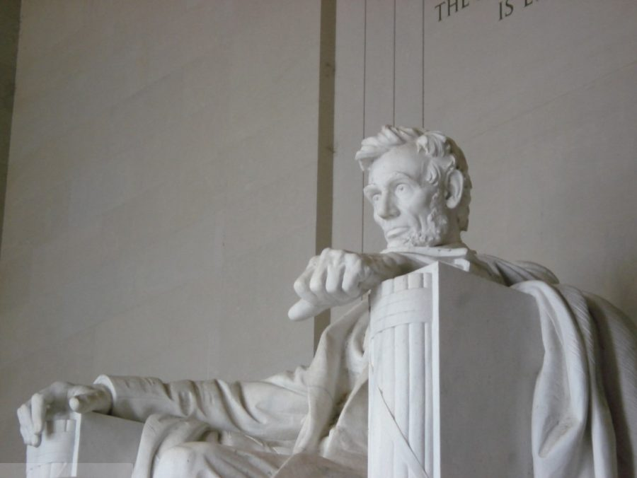 The Lincoln Memorial rests peacefully on the morning of Oct. 8, 2006. Columnist Noah argues all Illinoisians should know about Abraham Lincoln.