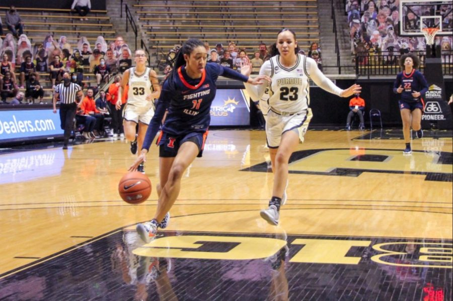 Sophomore+Jada+Peebles+pushes+down+the+court+during+the+game+against+Purdue+on+Sunday.+The+Illinois+women%27s+basketball+team+will+play+against+Minnesota+today.