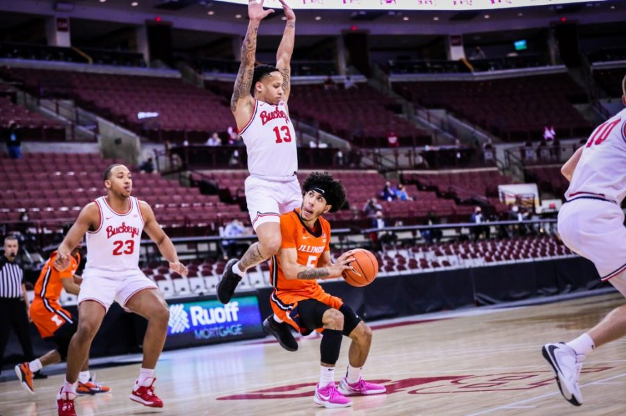Freshman Andre Curbelo prepares to shoot during the game against Ohio State on Saturday. Illinois won 73-68.