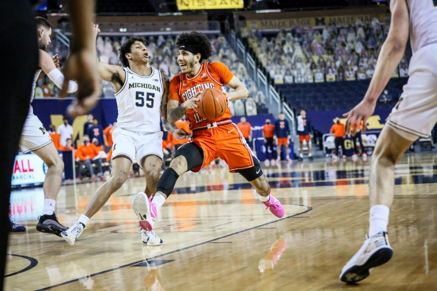 Andre+Curbelo+drives+toward+the+basket+in+the+first+half+against+Michigan+on+March+2.+The+Illini+beat+the+Wolverines%2C+76-53.+