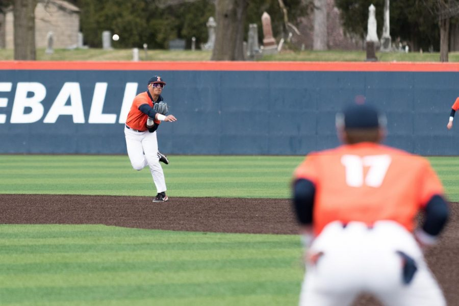 Sophomore shortstop Branden Comia fields a ground ball at a game against Northwestern on March 28. The Illinois baseball team will play four games this weekend against Purdue and Michigan State at Illinois Field.