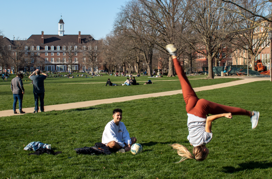 An+Illinois+student+performs+an+aerial+on+the+Main+Quad+Saturday+afternoon.+As+it%E2%80%99s+getting+warmer%2C+more+students+are+enjoying+the+outdoors.