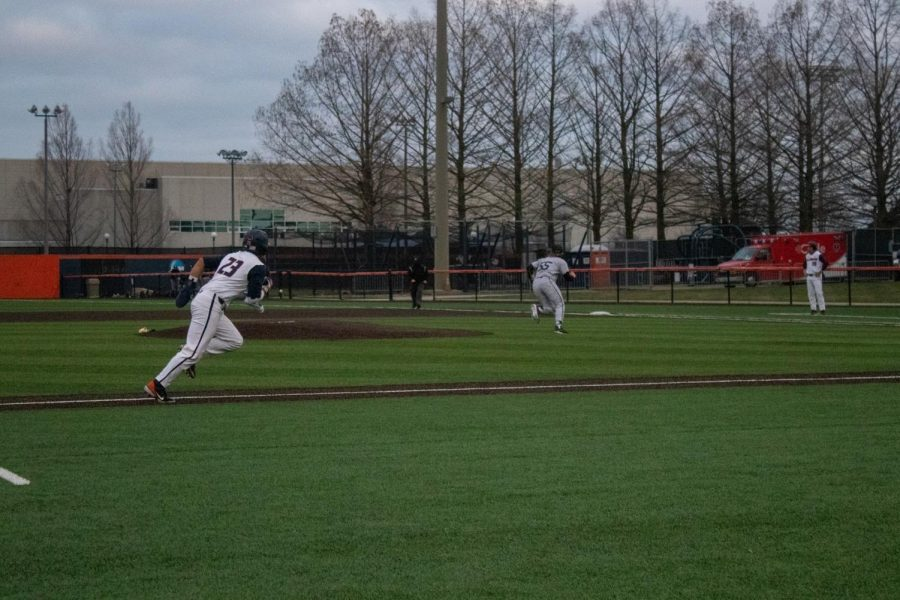 Sophomore+Branden+Comia+runs+to+first+base+after+a+hit+on+March+26.+The+Men%E2%80%99s+Baseball+Team+has+to+reschedule+their+game+against+Indiana+because+of+bad+weather.