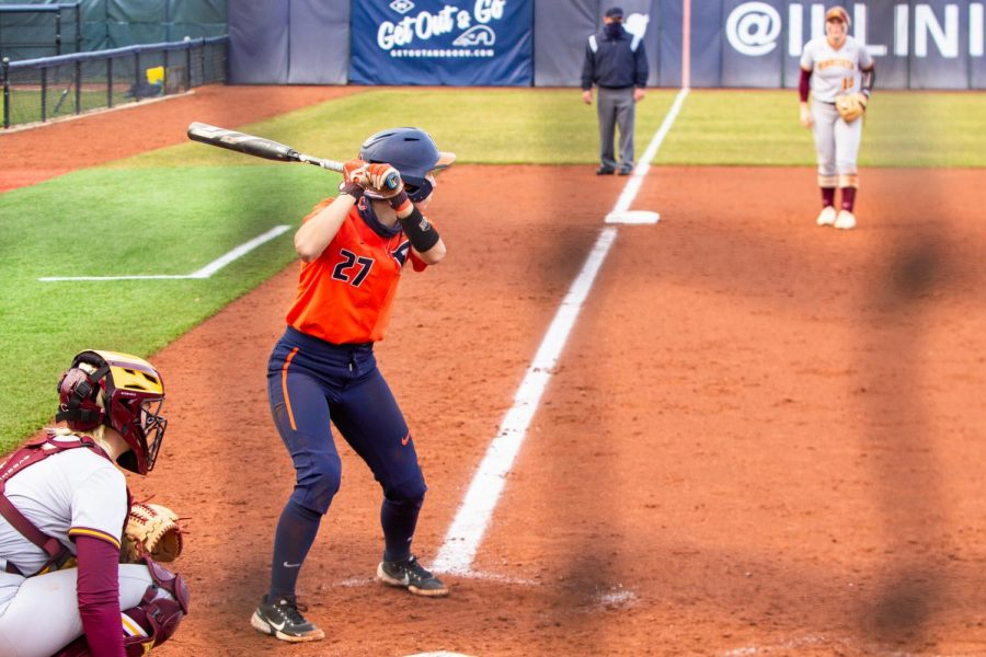 Senior Katie Wingerter prepares to bat at a game against Minnesota March 26. The Illinois softball team Illinois solely won game three of the four-game series against Ohio State this weekend.