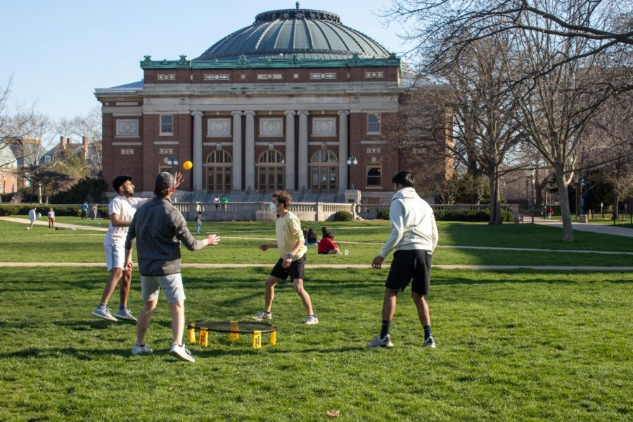 People+play+Spikeball+in+the+Quad+on+April+3.+Champaign+parking+lots+have+changed+their+hours+of+parking+for+the+weekends.++