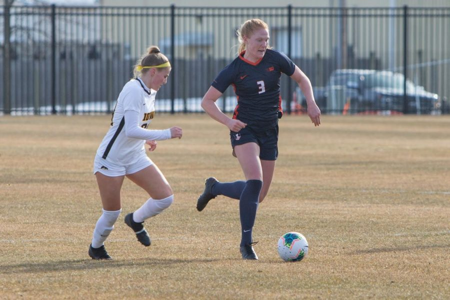 Senior Ellen Murphy maintains control over the soccer ball during the Illinoiss game against Iowa on Feb. 25. The soccer team just won their first game against Eastern Illinois on Aug. 8.