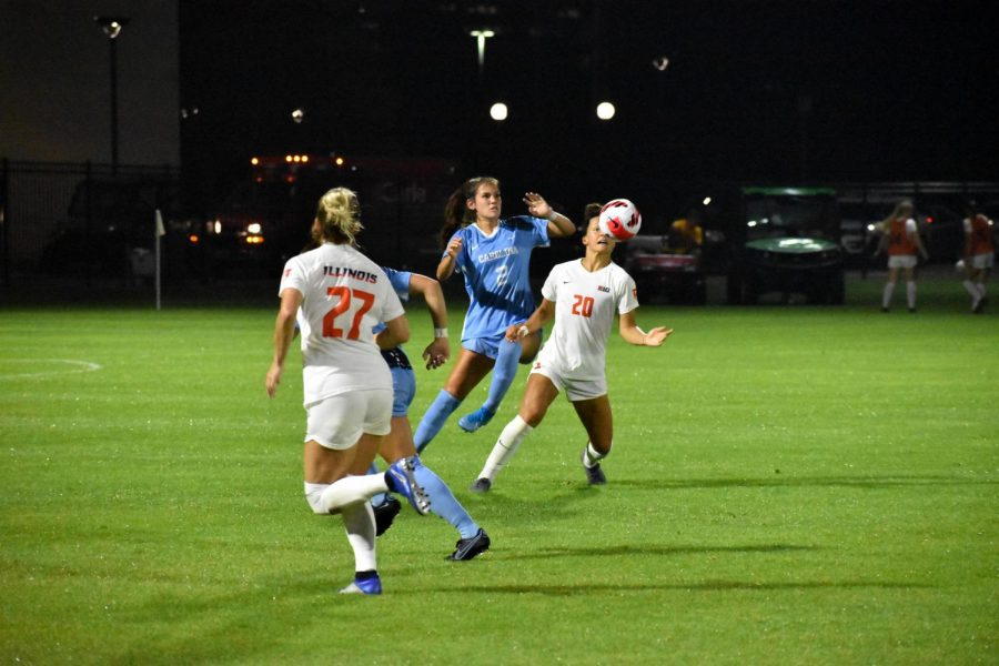 Senior Makena Silber looks towards the ball during the game against North Carolin on Thursday night. The Illinois soccer team fell to North Carolina 5-1 despite having a strong start.