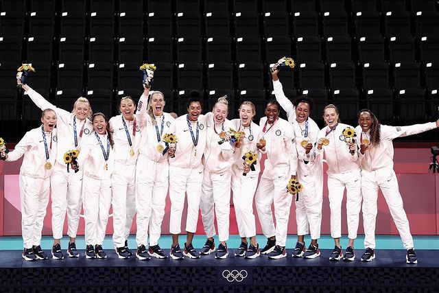 Team USA women's volleyball wins gold at the 2020 Tokyo Olympics. Former Illini Jordyn Poulter was part of the winning team at this year's Olympics.