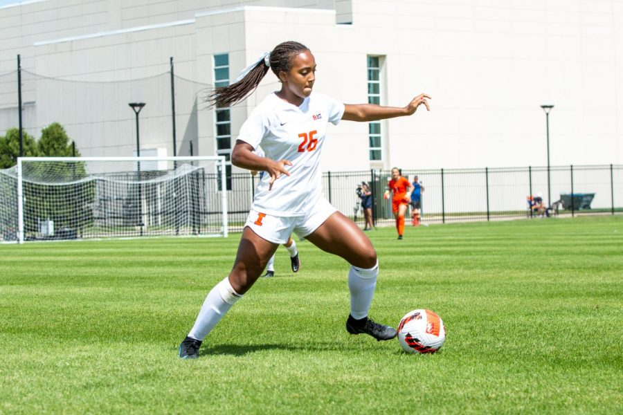 Forward Summer Garrison dribbles the ball during the game against Butler on Aug. 29. The Illini fell 2-1 against Indiana on Sunday.
