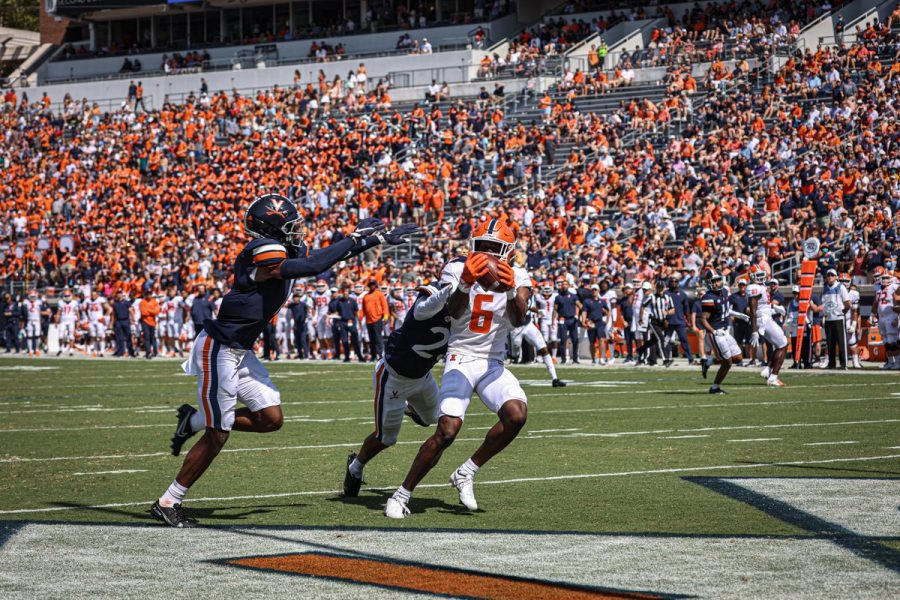 Deuce+Spann+makes+a+touchdown+catch+during+the+game+against+Virginia+in+Charlottesville+on+Saturday.