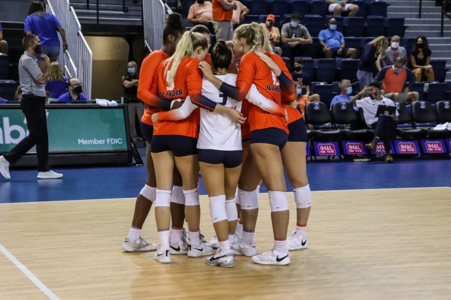 The Illinois volleyball team huddles together during the Bluejay Invitational this weekend. The Illini beat Omaha and Southern Methodist on Friday before falling to host No. 19 Creighton on Saturday.