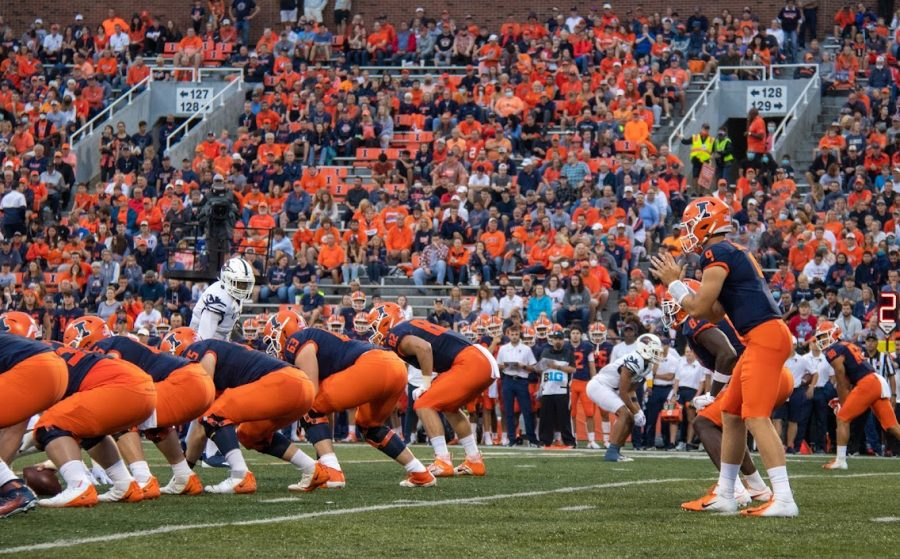 Quarterback+Art+Sitkowki+prepares+for+the+snap+during+Illinois+game+against+the+University+of+Texas+at+San+Antonio+on+Sept.+4.+The+Daily+Illini+sports+staff+made+some+predictions+ahead+of+the+teams+Friday+night+matchup+against+the+Maryland+Terrapins.