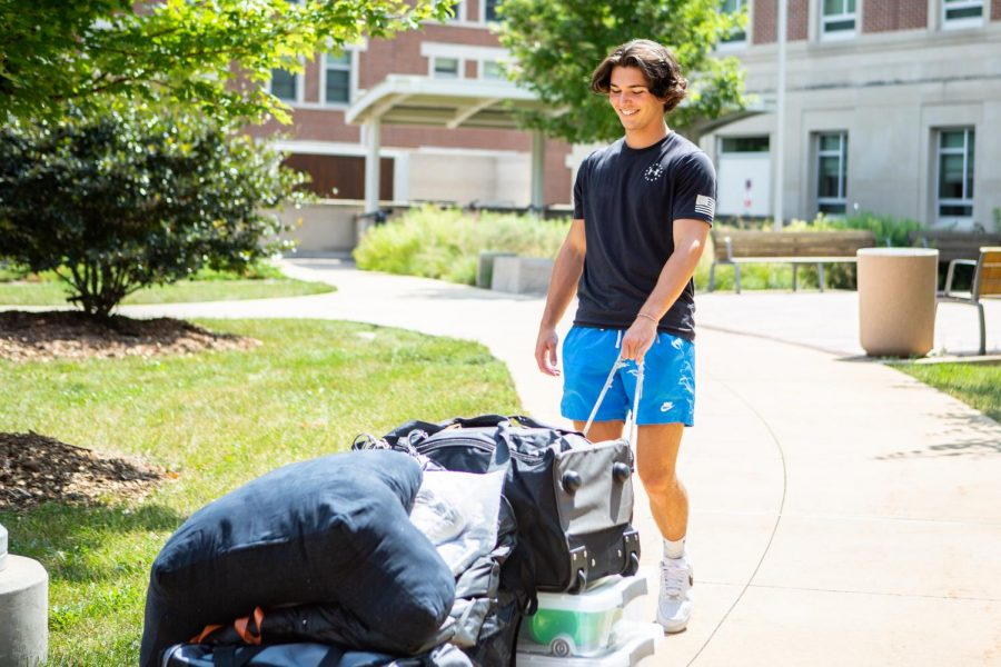 Sammy Epstein, Sophomore in Accounting and Finance, moves into Wassaja Hall on Aug. 20. Multiple sophomores have returned to live in the dorms hoping for a better year full of in-person events and social interactions.