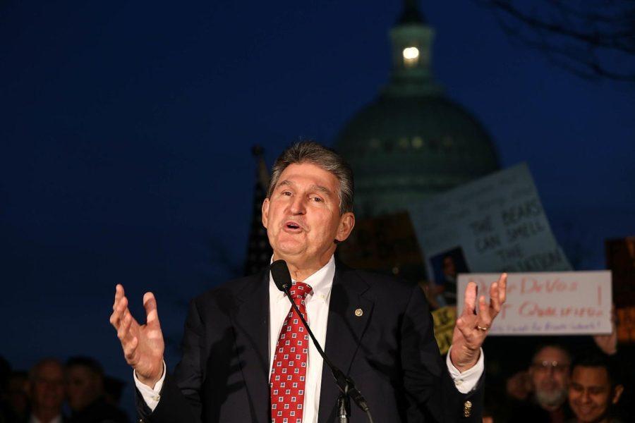 Joe+Manchin%2C+senator+from+West+Virginia%2C++speaks+at+the+Devos+Rally+on+Feb.+6%2C+2017.+Columnist+Eddie+Ryan+argues+that+Manchin+moderation+of+climate+change+policies+is+a+nightmare.