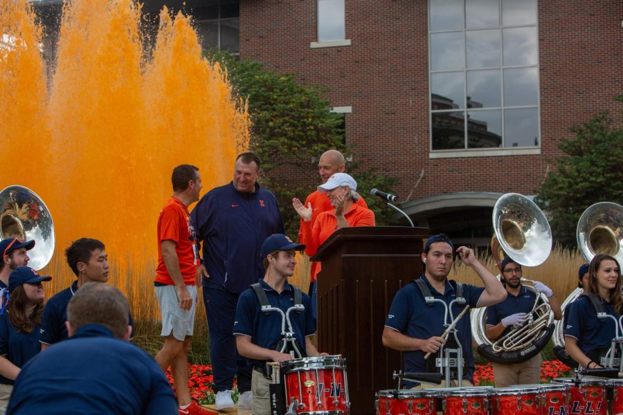 Marching+Illini%2C+Bret+Bielema%2C+and+many+more+come+together+for+the+annual+dyeing+of+the+fountain+as+homecoming+week+starts.+Community+is++Thursdays+theme+for+homecoming+week+and+students+are+encouraged+to+come+out+to+the+town+and+participate+in+Thursday+Night+Live.%0A