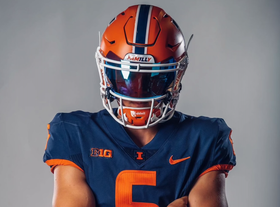 Kicker Will McManus commits to Illini Football as a tight end in line to replace kicker James McCourt once he leaves.